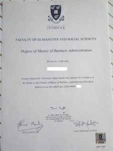 イギリス・リバプール大学の卒業証書。ショーンなんとかさんとは違ってホンモノです(笑)