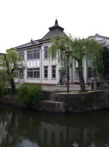 倉敷館。観光案内所で昔の町役場の建物。